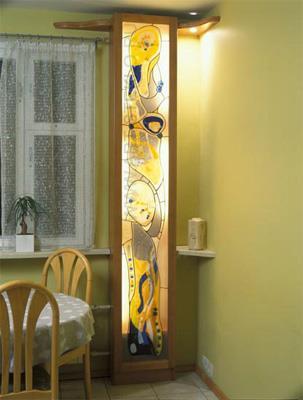 dekor-truby-otopleniya-s-pomoschyu-vitrazha