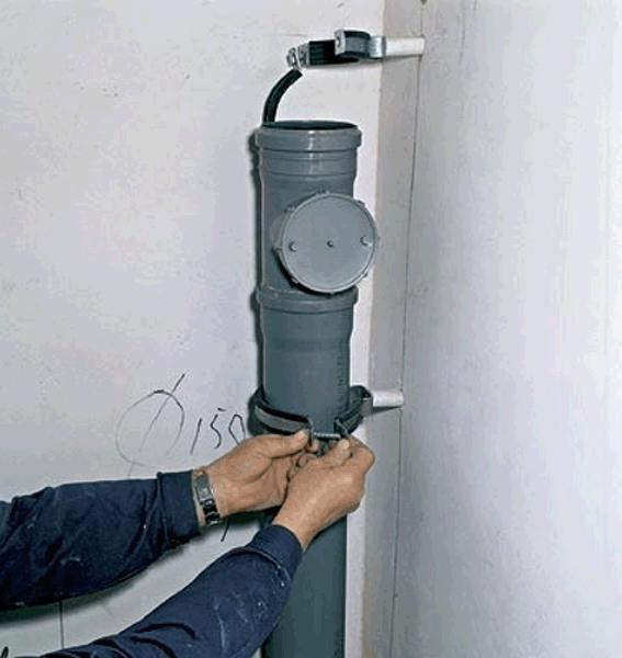 структурный (ударный) шум. Возникает от механического воздействия на стенки трубы