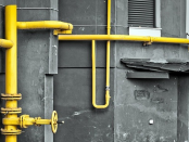 как правильно покрасить газовые трубы на улице
